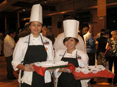 Students_serving_biscotti